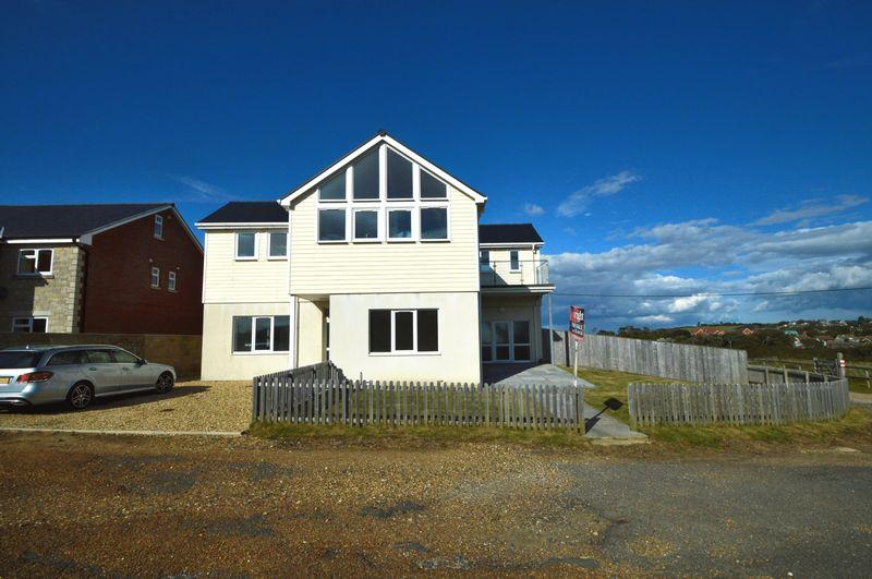 4 Bedrooms Detached House for sale in Totland Bay