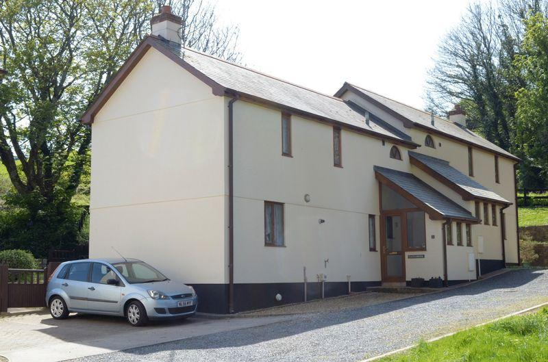 3 Bedrooms Semi Detached House for sale in Brunel Close, Hayle