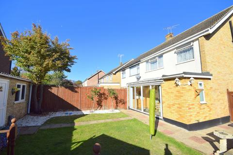 3 bedroom semi-detached house for sale - Hollywood Close, Chelmsford, CM2 8DU