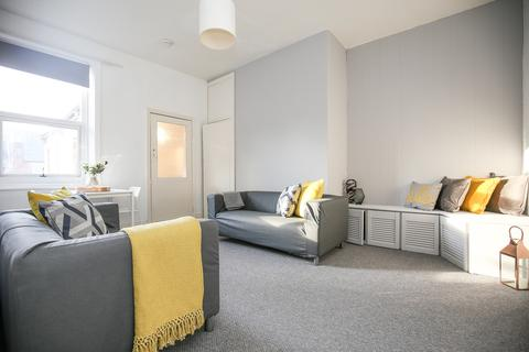 3 bedroom flat to rent - Grosvenor Gardens, Jesmond, Newcastle upon Tyne