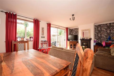 3 bedroom ground floor maisonette for sale - Victor Close, Hornchurch, Essex
