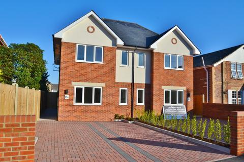 4 bedroom semi-detached house for sale - Winton
