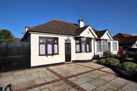 2 bedroom semi-detached bungalow to rent - Heather Gardens, Rise Park RM1