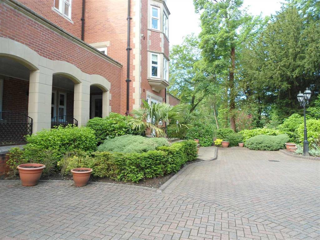Singleton hall apartments