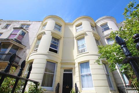 Studio to rent - Lower Rock Gardens, Brighton