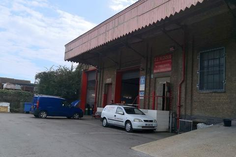Light industrial to rent - MOT BUSINESS (CLASS 4/5/7) FOR SALE WITH NEW LEASE IN THE HEART OF THE TOWN