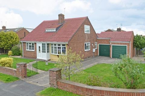 3 bedroom detached bungalow for sale - Woodland Way, Huntington