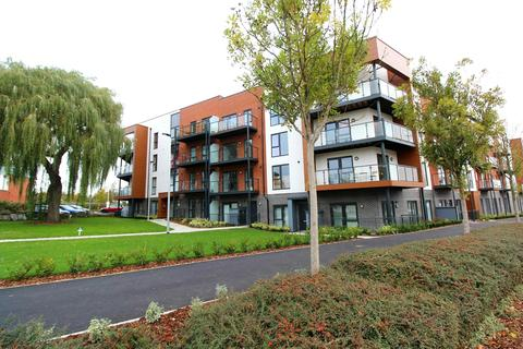 2 bedroom apartment to rent - Freesia Lodge, Kings Park, Harold Wood, Romford, Essex, RM3