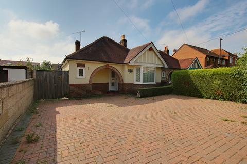 2 bedroom detached bungalow for sale - Crabwood Road, Maybush