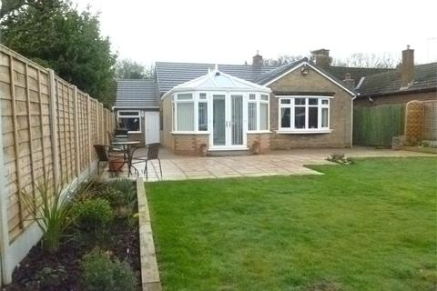 2 bedroom detached bungalow for sale - Nutbrook Avenue, Tile Hill, COVENTRY, West Midlands
