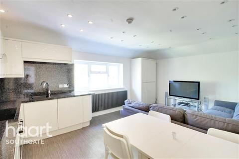 4 bedroom flat to rent - De Bohun Avenue, N14