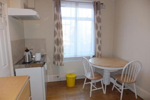 Studio to rent - Beauclerc Road, Hammersmith, W6