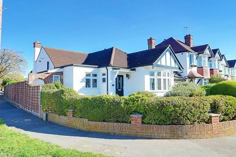 3 bedroom detached bungalow for sale - Ladygate Lane, Ruislip, HA4