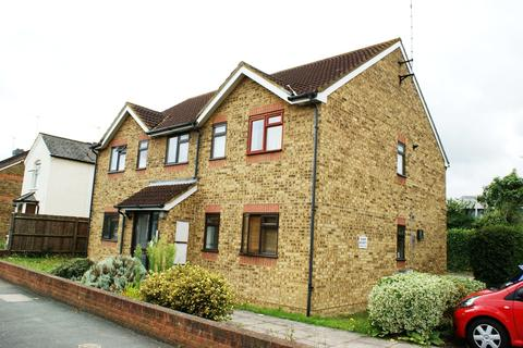 1 bedroom apartment to rent - Claremont Road, Staines Upon Thames, TW18