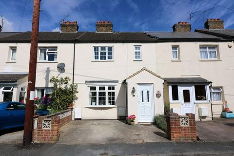3 bedroom terraced house for sale - Medlake Road, Egham, TW20