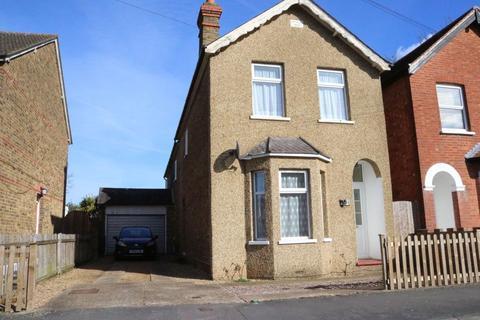3 bedroom detached house for sale - Glebe Road, Egham, TW20
