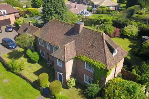5 bedroom detached house for sale - The Broadway, Laleham, TW18