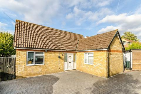 2 bedroom bungalow for sale - West Way Gardens, Shirley