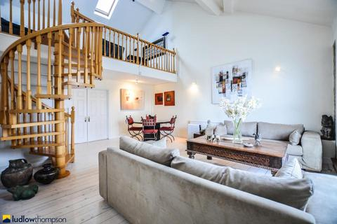 2 bedroom penthouse to rent - Telfords Yard, London E1W