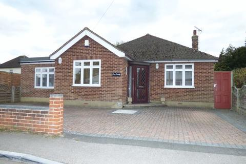 3 bedroom detached bungalow for sale - West Road, Malden Rushett, Chessington