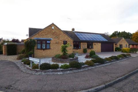 3 bedroom bungalow for sale - Farleigh Fields, Orton Wistow, Peterborough