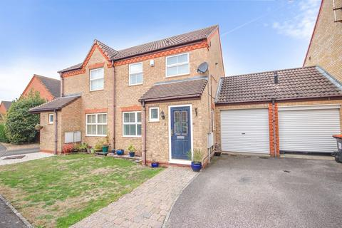 3 bedroom semi-detached house for sale - Ravensburgh Close, Barton Le Clay , MK45