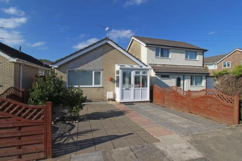 2 bedroom detached bungalow for sale - Bryn Rhosyn, Radyr
