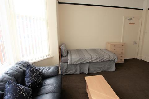Studio to rent - Hartington Road, Stockton - On - Tees TS18