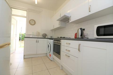 4 bedroom terraced house to rent - Boreham Road, London