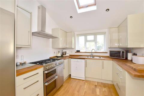 3 bedroom semi-detached house for sale - Wealden Close, Hildenborough, Tonbridge, Kent