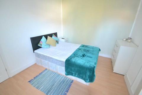 1 bedroom house share to rent - LARGE NEWLY RENOVATED DOUBLE BEDROOMS AVAILABLE  - Wantage Road, Reading, Berkshire, RG30 2SE