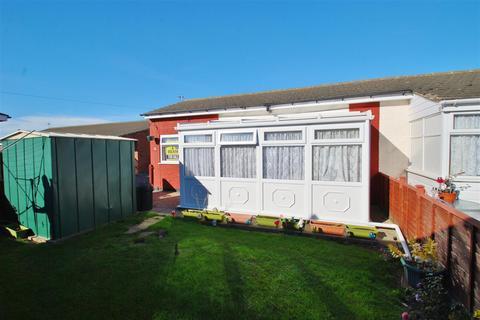2 bedroom bungalow for sale - Baythorpe Park, Burgh Road, Skegness