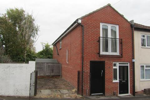 Studio to rent - Cedar Road, Southampton