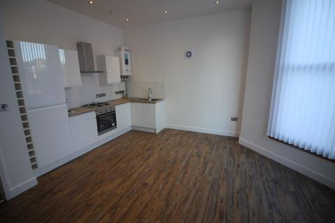 2 bedroom flat to rent - Crosby Road South, Liverpool