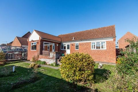 2 bedroom detached bungalow for sale - Hayster Drive, Cherry Hinton