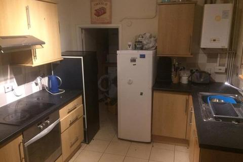 5 bedroom semi-detached house to rent - **£85pppw** Midland Avenue, Lenton, NG7 2FD