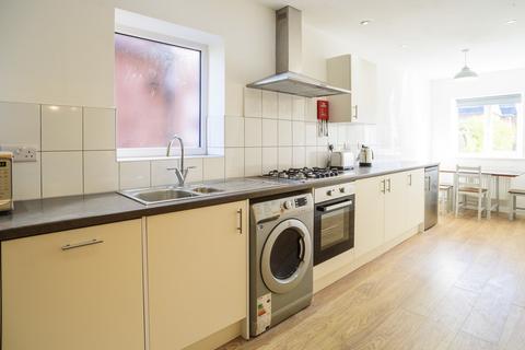 8 bedroom semi-detached house to rent - *£105pppw* Queens Road East