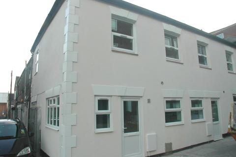 2 bedroom detached house to rent - Graham Road,