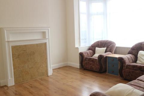 3 bedroom terraced house to rent - Park Close, London