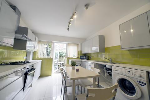 8 bedroom semi-detached house to rent - Ashlyn Grove