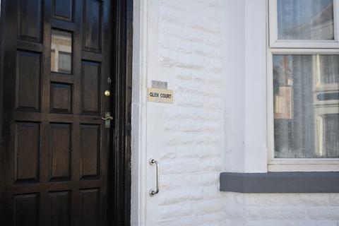 2 bedroom flat - Livingstone Road, Blackpool