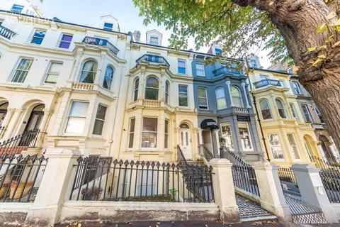 Studio to rent - Upper Rock Gardens, Brighton, BN2