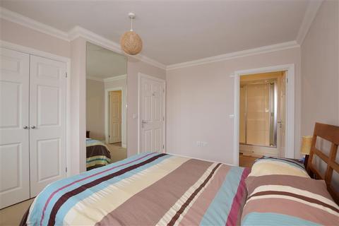 2 bedroom flat for sale - Wingfield Court, Banstead, Surrey