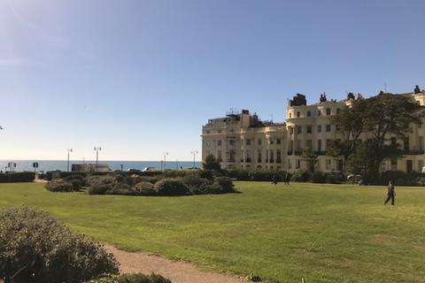 2 bedroom property to rent - Brunswick Square, Hove