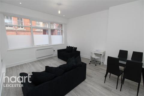2 bedroom flat to rent - Chancery House close to Town Hall Square