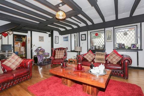 4 bedroom end of terrace house for sale - Esk Cottage, 10 Bridgend, Dalkeith, EH22 1JT