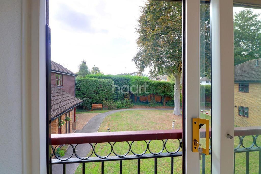 1 Bedroom Flat for sale in Beechcroft Court, Bracknell