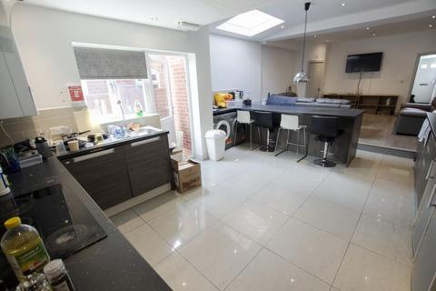 8 bedroom terraced house to rent - Dawlish Road