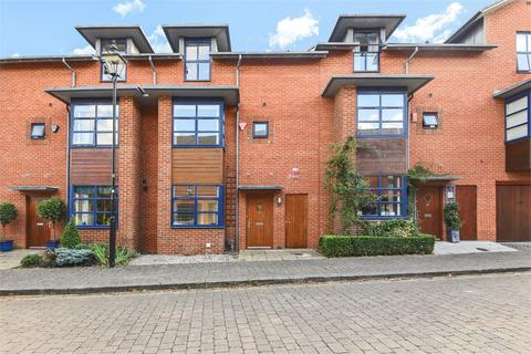 3 bedroom terraced house to rent - Silchester Place, Winchester, Hampshire, SO23