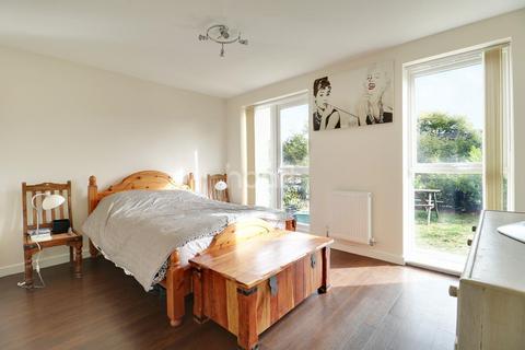 2 bedroom flat for sale - Chieftan Way, Cambridge